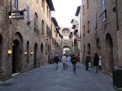 San Gimignano Calle La Toscana Italia 15 (Rafael Gomez - http://micamara.es) Tags: world italien italy heritage de la calle san italia gimignano tuscany toscana toscane italie toskana humanidad patrimonio ph415 dellumanit