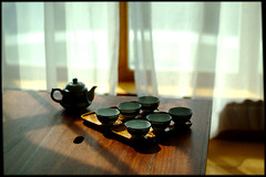 Tea making... (Hina :-)) Tags: morning cozy soft tea curtain culture warmth naturallight tradition oriental cha chinesetea ocha teamaking hightea