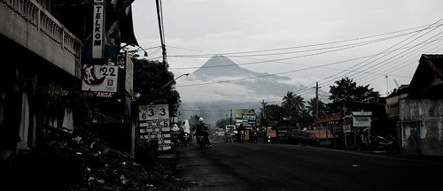 the road to Mount Merapi