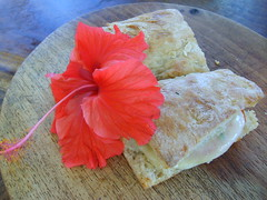 delicia (c_mayumi) Tags: red food flower color costarica pizza taste