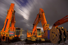 Brothers in Arms (Michael SA) Tags: danger d50 searchthebest trespass daewoo constructionsite hitachi keepout 30seconds excavator earthmoving hydraulic 18mm rockbreaker 18mmaintwideenough stillgotabigwhitespotonmyretina