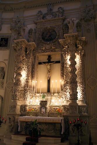 Insane altar inside San Giovanni Battista