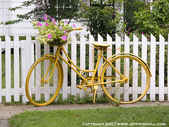 Bicycle with Flowers, Rhinebeck, New York (Jeff Wignall) Tags: flowers summer newyork bicycle nikond70 landscaping rhinebeck springtime wignall flowerbasket