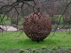 Garden Sculpture (Mockney Rebel) Tags: sculpture art garden rusty winchester nikoncoolpix3200 againstflickrcensorship