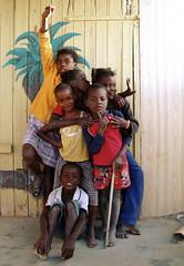 Namibia : Swakopumd (KraKote est KoKasse.) Tags: africa southafrica enfant namibia sourire groupe afrique namibie bidonville krakote travelerphotos swakopumd forcont wwwkrakotecom valeriebaeriswyl