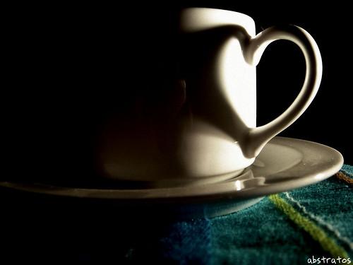 coração na xícara de café