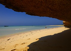 Beach on Dahlak islands, Eritrea (Eric Lafforgue) Tags: africa sea island islands archipelago eritrea eastafrica aoi dahlak eritreo erytrea lafforgue erythre eritreia  ericlafforgue ertra    eritre eritreja eritria eryhtree wwwericlafforguecom  rythre africaorientaleitaliana     eritre eritrja  eritreya  erythraa erytreja