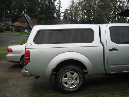 I watched the truck raise and drop many times while I was setting up this hoist (I wanted to be able to remove the canopy by myself). & just got a cap on the back - Nissan Frontier Forum