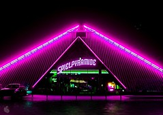 Pink Glow (Batram) Tags: pink game color beauty photo flickr nightshot explore pyramide hdr spiel batram abigfave impressedbeauty goldenphotographer