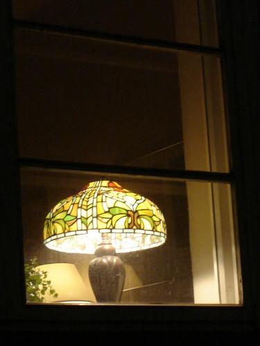 Lamppu ikkunalla by Anna Amnell