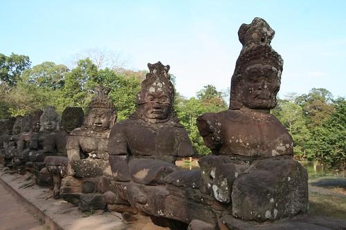 angkor2006_ gatefigures