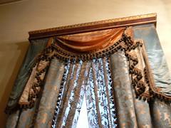 ist_290 (kenzilicious) Tags: turkey curtain türkiye istanbul palace mosque chandelier turkish bosphorus windowtreatment camii inlaid suleymaniye dolmabahçe stambul sarayı suleymaniyecamii dolmabahçesarayı stamboul