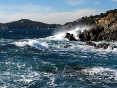 Mditerrane (jipol) Tags: ocean sea mer seascape france water wow wonderful landscape amazing movement eau 2000 view wave views provence midi paysage vague var rocher nikonf80 cume toulon 25faves mditrrane onlyyourbestshots windsandandwater francelandscapes