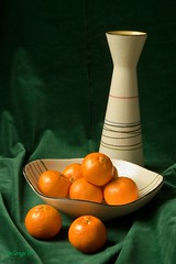 Still Life with Mandarins (henx fotojam) Tags: orange green velvet vaas fluweel mandarijn madarin