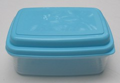 Bento box with built-in gel pack