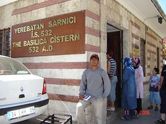 Di Luar Basilica Cistern, Istanbul, Turkey