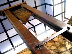 Herencia francesa (JaulaDeArdilla) Tags: vietnam blade saigon 2007 filo hochiminh beheading guillotine guillotina decapitation cuchilla decapitar decapitacin