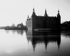 Frederiksborg Castle & Lake (Kirsten M Lentoft) Tags: winter bw lake mrjackfrost denmark topc50 topv222 hillerød hilleroed supershot frederiksborgcastle impressedbeauty momse2600 kirstenmlentoft