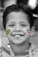 Face From hala February Festival in Kuwait (A.alFoudry) Tags: red white black green smile canon kid flag 5d 28 kuwait february 70200 hala  q8 abdullah    kuw   xnuzha alfoudry  abdullahalfoudry foudryphotocom kuwaitvoluntaryworkcenter