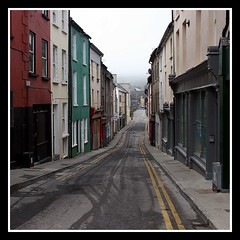 Follow the yellow lines (Heaven`s Gate (John)) Tags: street ireland history topf25 yellow architecture river geotagged interesting tragedy tipperary stpatricksday photooftheday oldbridge carrickonsuir riversuir 123travel flickrific johndalkin heavensgatejohn top20ireland aplusphoto geo:lat=52346509 geo:lon=7413969 10march07