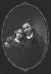 Carolyn and Harriet Joerndt ca. 1903