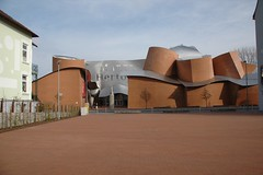 MARTa Herford Front View (WrldVoyagr) Tags: art museum architecture germany deutschland gehry moo marta herford frankgehry moocards