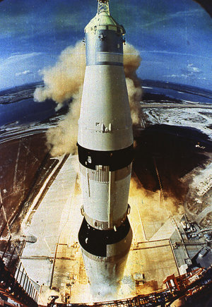 300px-Apollo11-Launch-Tower-Camera
