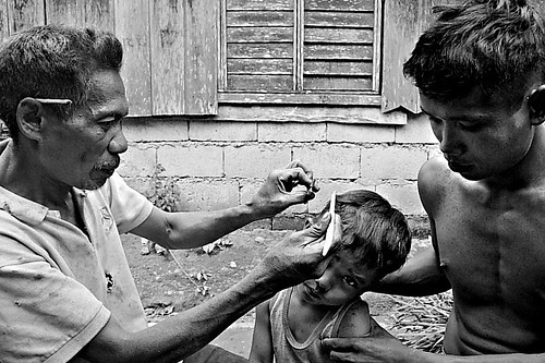 Leyte, Ormoc barber street hair cut rural scene Pinoy Filipino Pilipino Buhay  people pictures photos life Philippinen  菲律宾  菲律賓  필리핀(공화국) Philippines