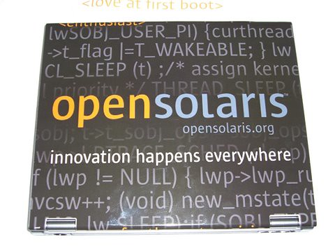 OpenSolaris laptop closed