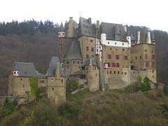 Burg Eltz (JoKoMit) Tags: burg elz eltz roes