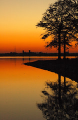 The Twilight Continues...... (BamaWester) Tags: sunset reflection water twilight bravo alabama silhouettes decatur magicdonkey bamawester napg abigfave holidaysvacanzeurlaub