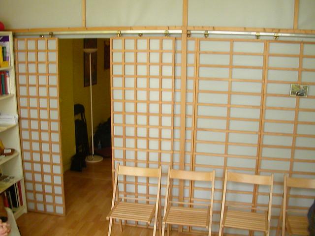 La salle de réception au Centre Bouddhiste de l'Ile de France, à Paris.room