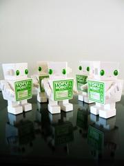 03032007_27.jpg (spicybrown) Tags: robot tofu japanesetoy vinyltoy tofurobot spicybrown kazukoshinoka junkonatsumi