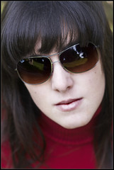 Diana (i) (DavidGorgojo) Tags: red sunglasses rojo retrato portait diana rayban gafasdesol