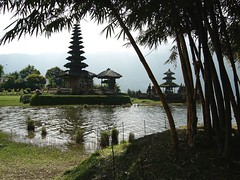 Temple at Beratan Lake (Sergio Maistrello) Tags: bali temple beratan lake