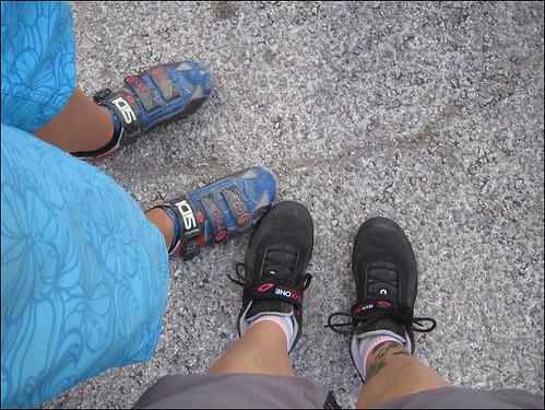 2 pairs of feet