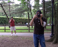 Infinite regress (hbomb1947 the turnstile-jumper) Tags: nyc newyork newyorkcity manhattan centralpark urbannature flickr meetup picnic flicknyc striaticdoesamerica flickrnyc2005junepicnic metaphotography shooters gammablablog 2005 june2005 mysterymanontheright