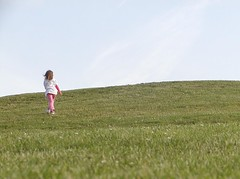 Up the hill (GustavoG) Tags: gasworkspark girl pink green grass blue sky hill seattle walkthrough