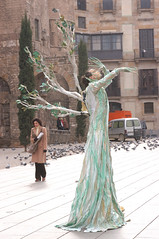 Gothic Mime (jen clix) Tags: performer barcelona spain gothic barrigotic mime streetperformer tree plaza