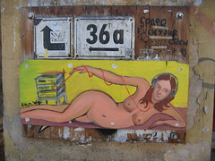On the streets (Corrie G) Tags: berlijn berlin streetart bel bordje naaktevrouw nakedwoman