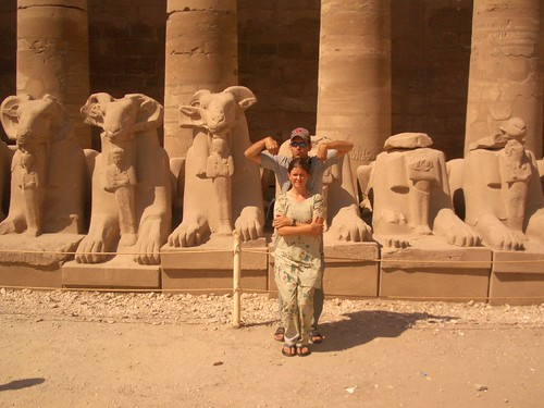 Imitating statues