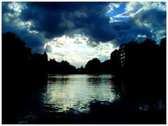 montgomery (ibarak) Tags: light sky luz topf25 clouds belgium belgique lumire bruxelles ciel cielo nubes contraste bruselas nuages belgica oneyear topi defidefiouiner 30faves30comments300views ishflickr