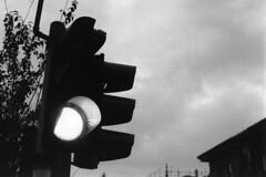Una luce nella notte... (sirio174 (anche su Lomography)) Tags: semaforo luce light verde green traffclight viacavallotti como italia italy
