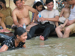 . (hn.) Tags: copyright lake water swimming swim see agua aqua asia asien cambodge cambodia eau heiconeumeyer kambodscha seasia soasien southeastasia südostasien wasser khmer schwimmen weekendfun copyrighted