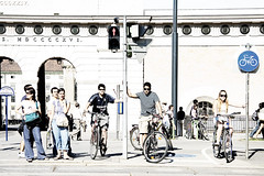 Hoping (Pepx) Tags: wien light white hope austria day traffic sunny stop cycle viena pep pepx faura bypepx