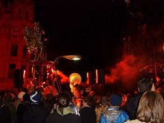 Edinburgh Winter Festival 2006 (Lidwit) Tags: street carnival winter castle wheel festival geotagged edinburgh december market ferris 2006 entertainment shows chairoplane