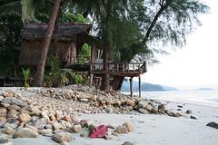 Little house on the beach (SmartMarmot) Tags: house beach thailand kohchang dwelling klongprao