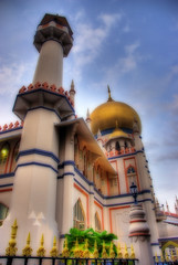 Porcelain Mosque (DanielKHC) Tags: building architecture wow singapore colorful sony mosque alpha porcelain hdr orton a100 sultanmosque 3xp photomatix tonemapped sigma18200mm 10faves 250v10f danielcheong hdrmeetsorton hdrenfrancais danielkhc