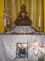 Le bouddha à l'autel du Centre Bouddhiste de l'Ile de France, à Paris 4