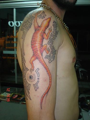 shoulder tattoo. lizard on the shoulder tattoo